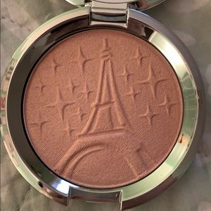 Becca Parisian lights shimmering skin perfector LE